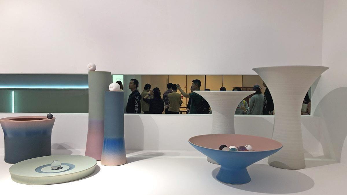 来自江西景德镇的品牌象上,以现代的设计转换传统工艺,将陶器升华成生活中不可或缺的器皿及道具。