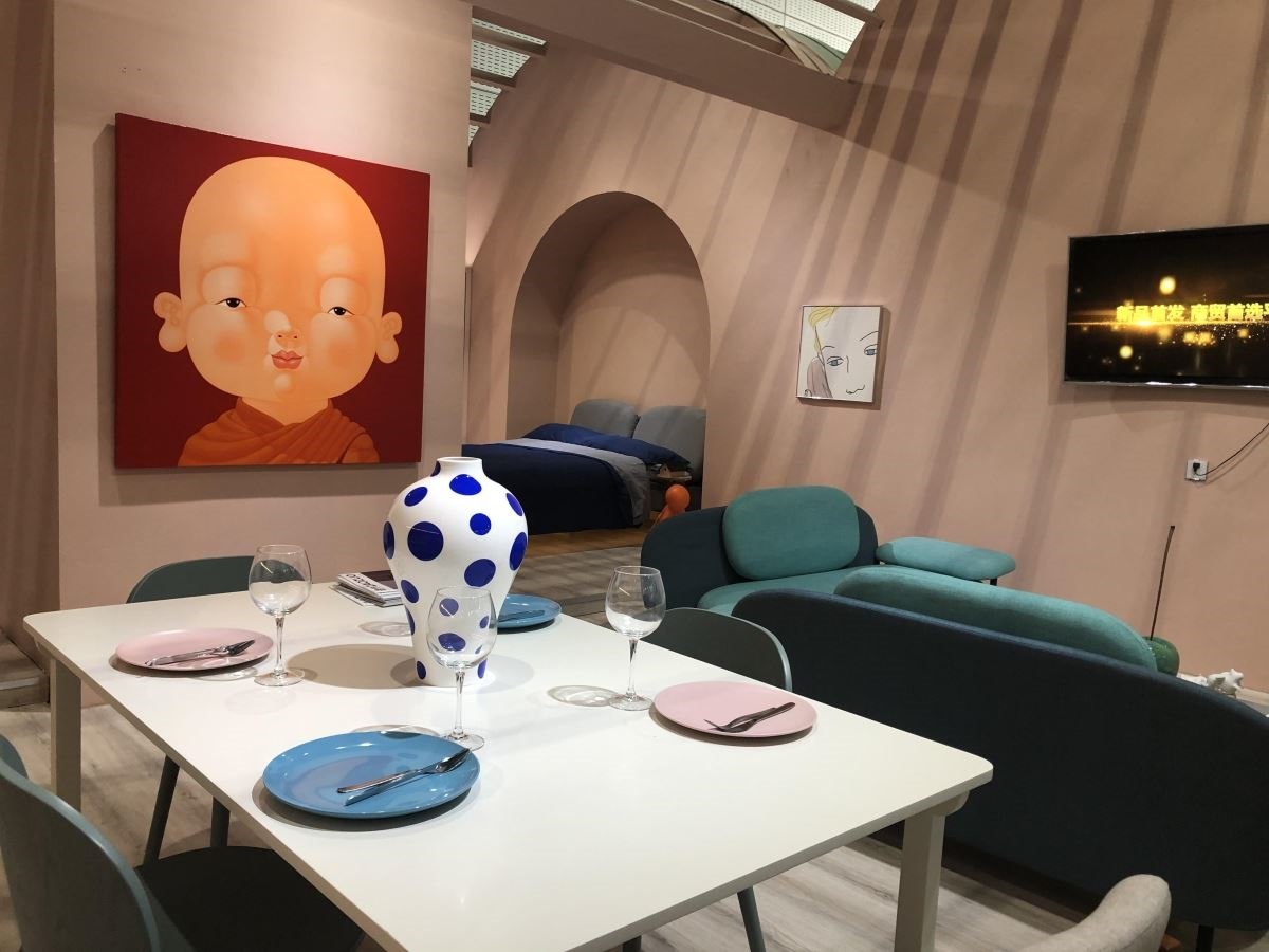 梁景华设计师认为:开放式的空间设计有助于缓解小空间的壅塞感,并且在距离相近的空间里凝聚情感。