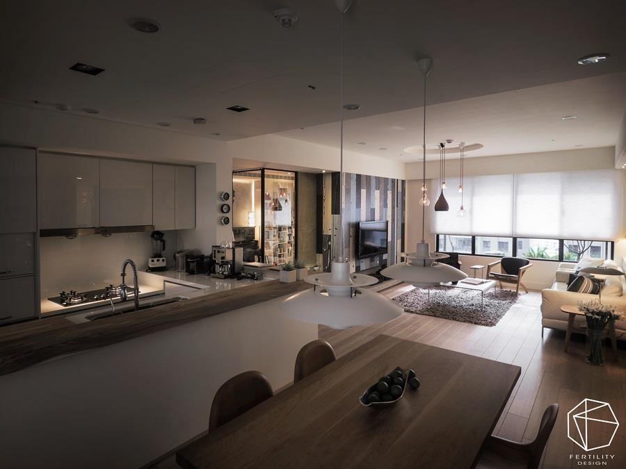 原先为半封闭式的厨房,空间狭小且不敷使用,于是重新调整格局,并打造屋主指定的吧台,作为全家人温馨相聚的重要场所。