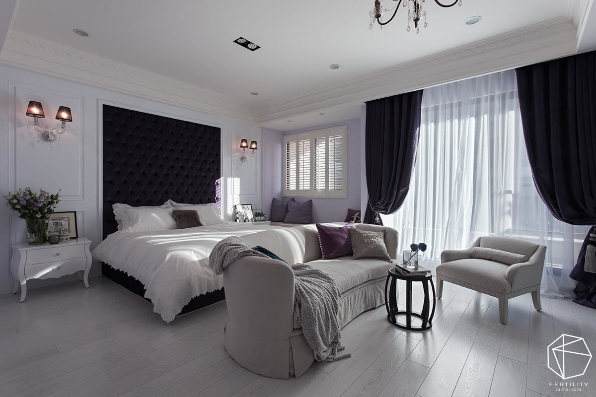 主卧比照饭店般的套房规格,加入优雅神秘的紫色,妥善安排每一件家具位置、以利扩容。