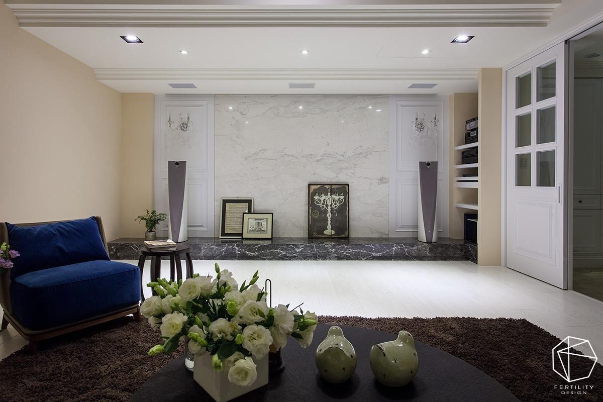地下室的视听空间安排订制家具,是一家人共聚的休闲场域。