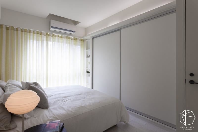 格局改变后,房内空间更加大,并规划整面衣柜,加强收纳机能。