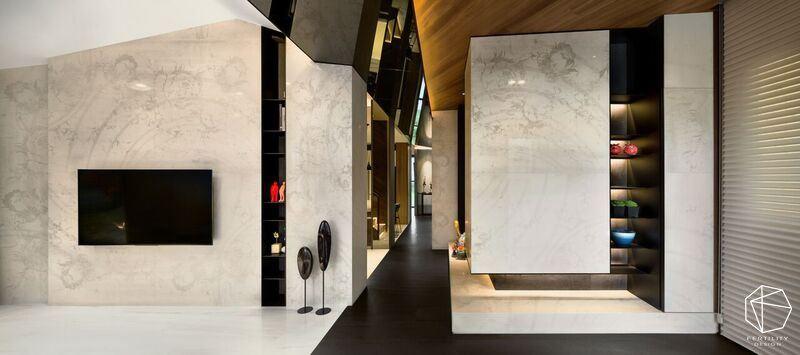 石材为壁、镜面妆点天花板,以多元建材进行层次混搭,让住宅盈满艺廊般的典雅氛围。