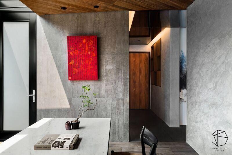 墙面上则漆上进口特殊漆,建构灰色的质朴背景,但之中亦刻意妆点一抹红色装饰画聚焦,成为最美丽的吸睛主角。