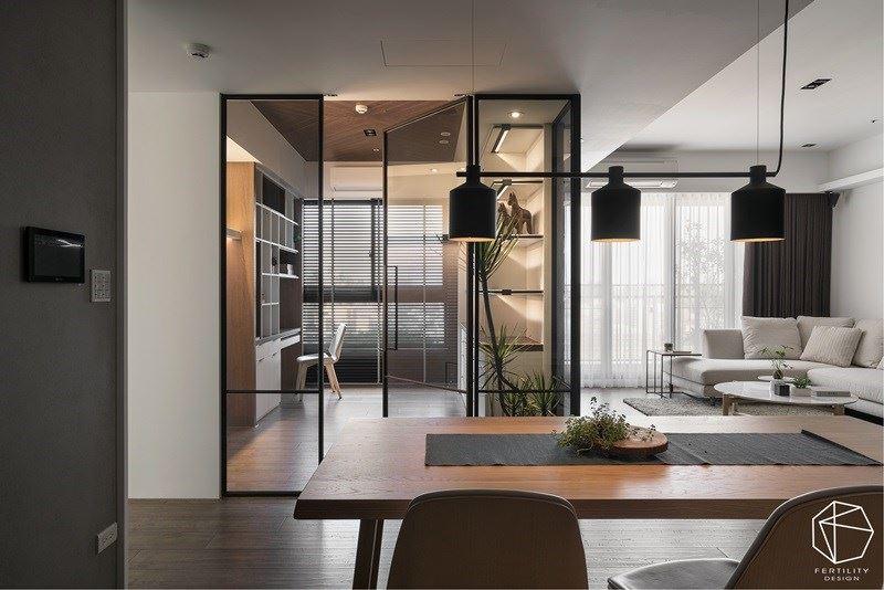 通透的隔断处理,也让居家更具扩容感,可说是一举两得。