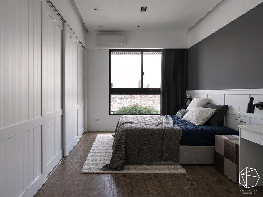 优雅的主卧室内,给予简约优雅的色调,并适度勾勒线条层次。