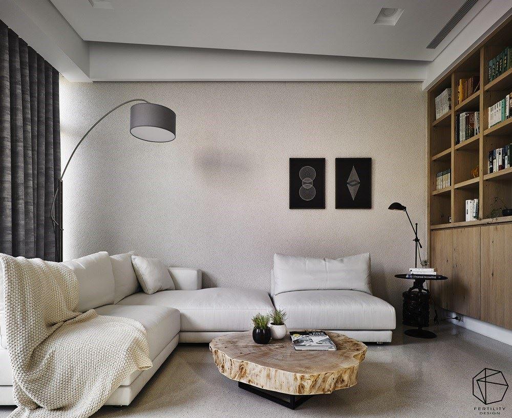 二楼规划起居小客厅,加入大量木皮、木制家具与纯白色调,营造放松气息,旁侧规划书柜,摆放屋主喜爱的藏书,柜体下方作为电器柜使用,并保留沙发背景墙的留白,面材引用独特的打磨技术,增添丰富肌理。