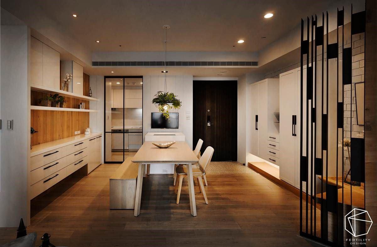 而拉门的高活动性,则确保餐厅与厨房的适度区隔,让油烟不会过度散逸,玻璃拉门的透视特性,更与餐厅形成视线串联,一眼望去也不会产生阻断感。