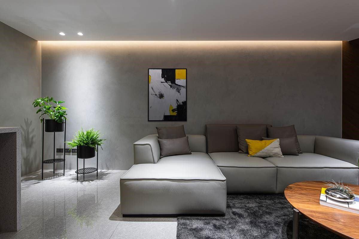 透过沉稳素朴的黑灰色为空间背景,以意大利特殊漆做人工涂层,由于是完全手作,因此花纹独一无二,搭配些许木质家具、挂画、植栽、明亮色彩的软件混搭,让视觉瞬间跳出亮点,变得活泼有光彩。