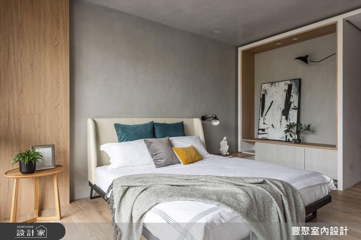 主卧室内承袭和谐的空间色调,运用木质纹与灰色调搭配,舒适且富有温馨感。
