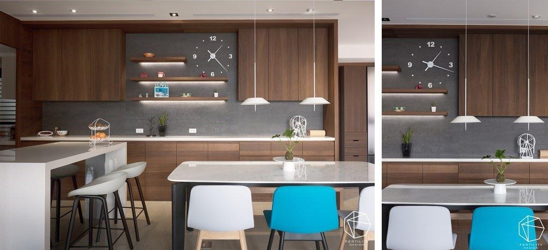 打造深具美感而兼具实用性的厨柜,加入二十多个抽屉,满足女主人的使用需求,并避免柜体过分浪费坪数,穿插吊柜、展示柜等形式,营造超充足的收纳空,且使用比较好的五金,更方便使用,让餐厨柜体成为美好的家中风景。