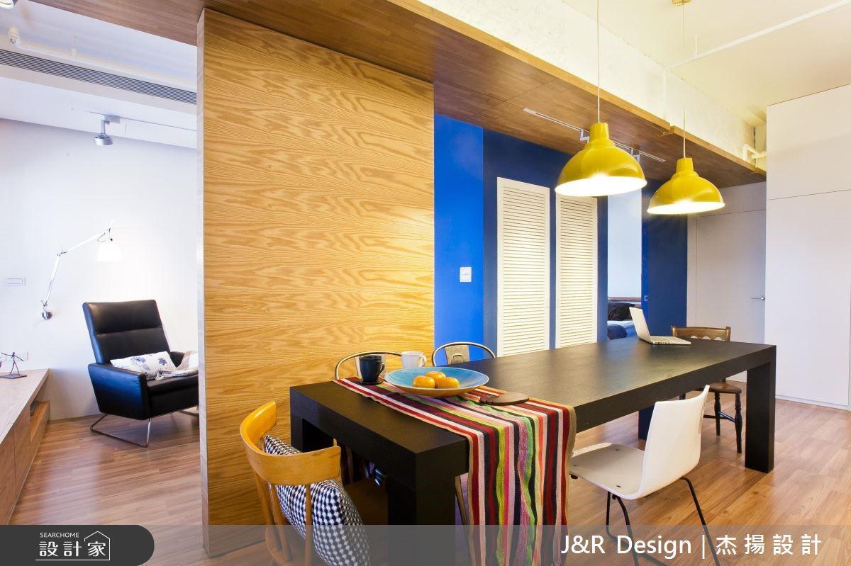 蓝色单身宅,满足工作与聚会的复合空间