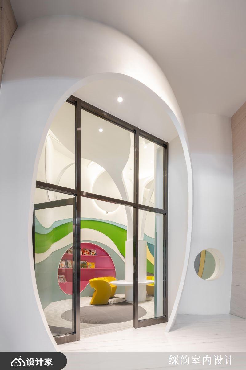 缤纷意象与童趣彩虹,隐遁于儿童图书室的跃动色彩