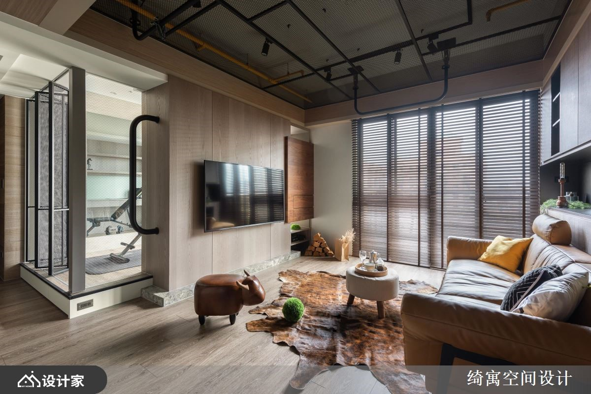 工业风单身宅的潮设计!设计师帮你把客厅变成健身房