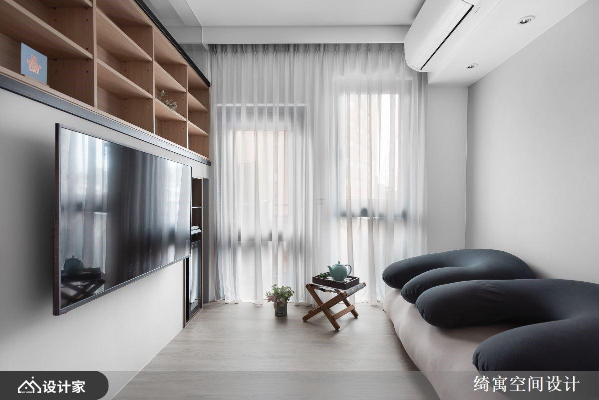 墙面厚度为收纳助力!跃层设计扩容 7 平方米小户型