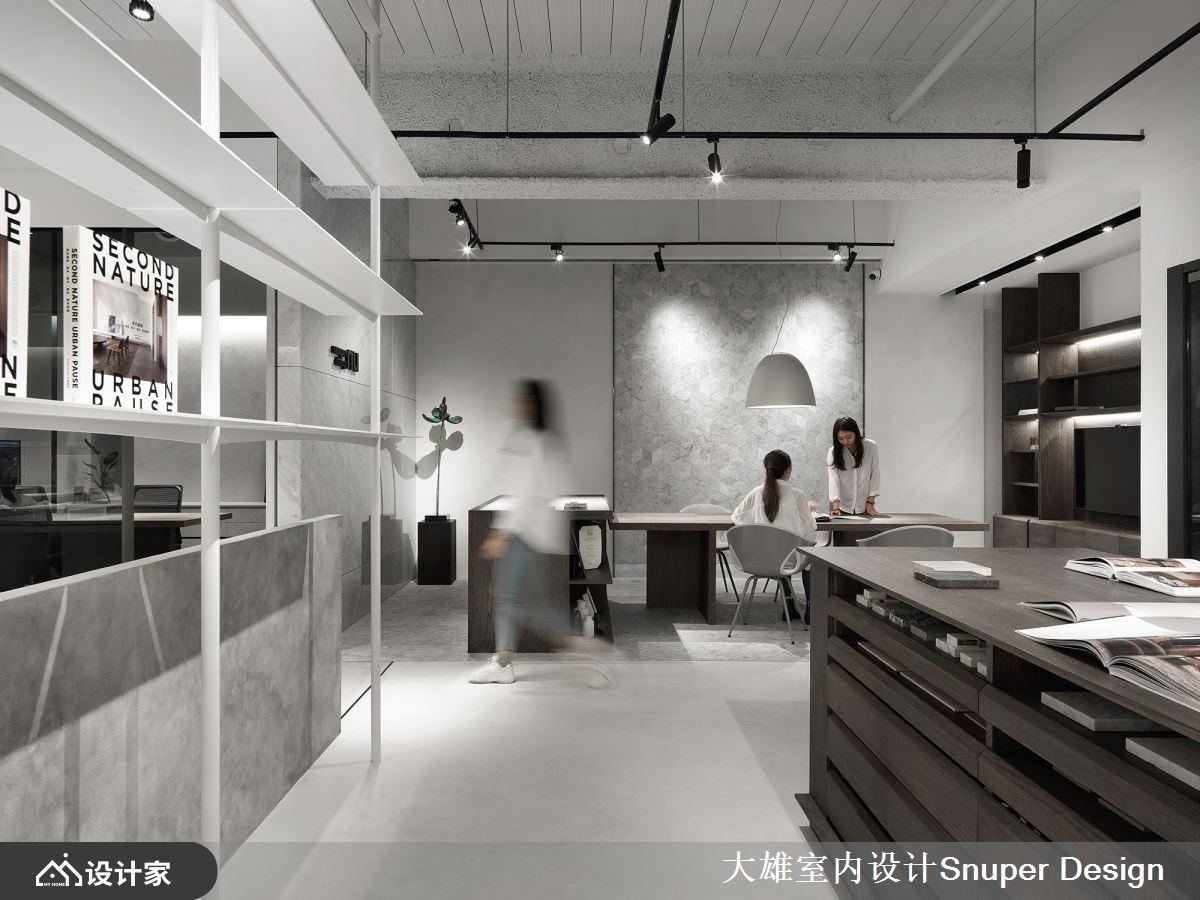 时尚裸设计无限延伸,玻璃、层板展示收纳创造简约现代工作室