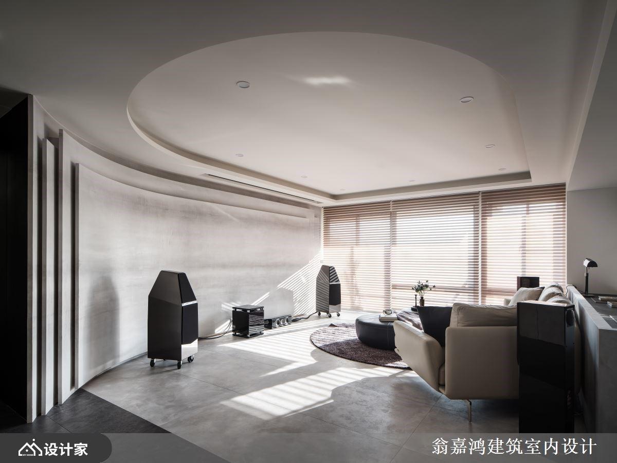 黑灰现代风新成屋,通过弧形修饰和材质拼接诗意家的情绪
