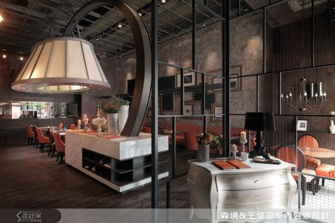 巨型灯饰夺人眼球,打造轻奢大器的古典餐厅